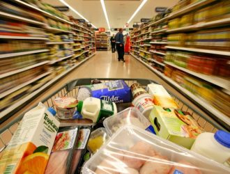 Аналитики ожидают снижения продаж продуктовых ритейлеров в 2021г
